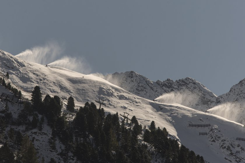 опасност лавини обилни снеговалежи австрия