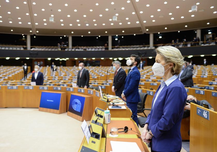 Българските евродепутати с призив за повече информация за ваксините в ЕС