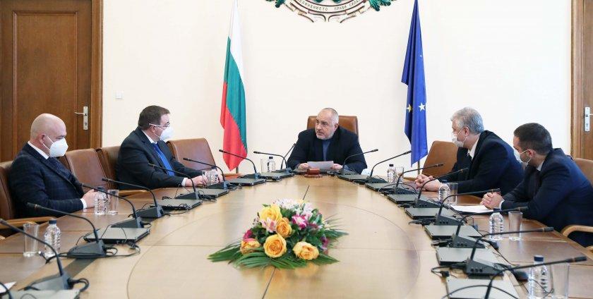 Борисов: Да се осигури зелен коридор за всички желаещи да се ваксинират