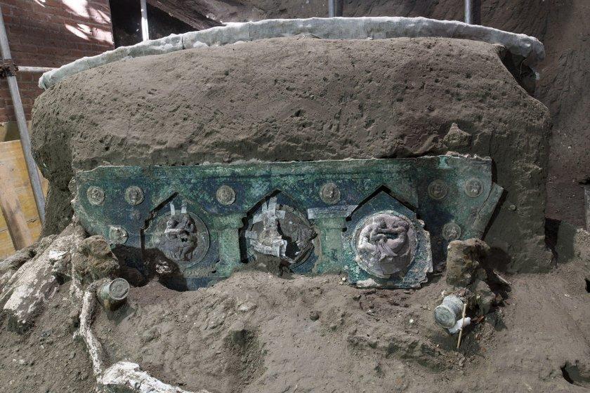 уникална находка древен помпей церемониална колесница знатни личности