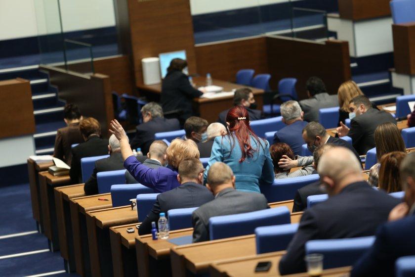 прие първо четене законопроект изменение допълнение закона отбраната въоръжените сили