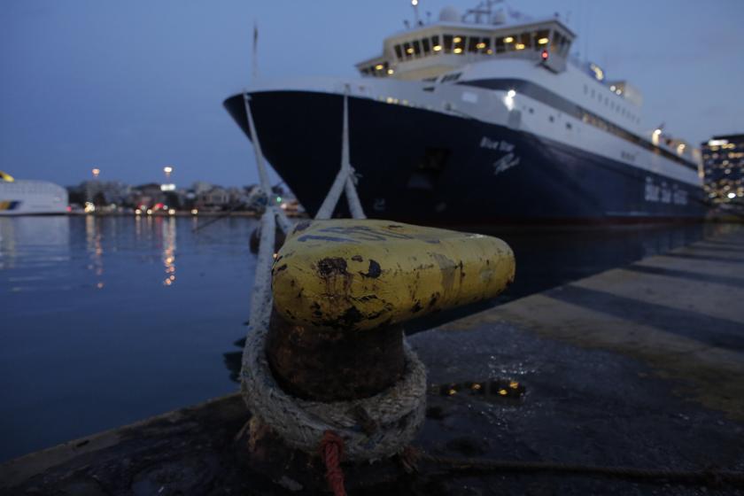 Без фериботни връзки в Гърция заради стачка