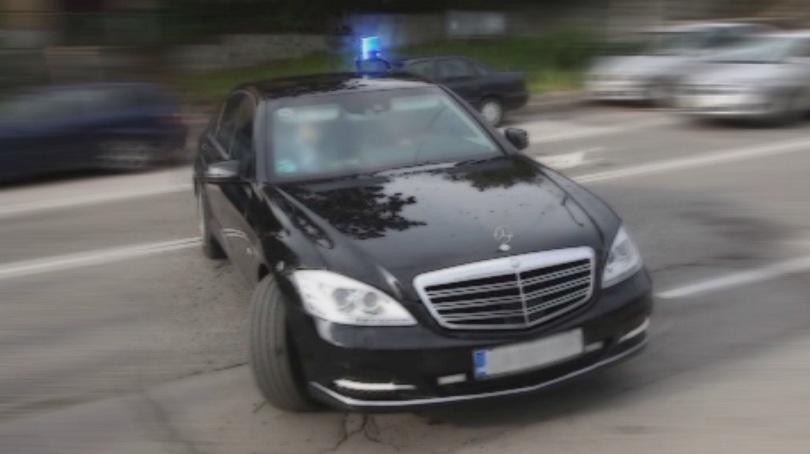 Лека катастрофа с автомобил на НСО в София