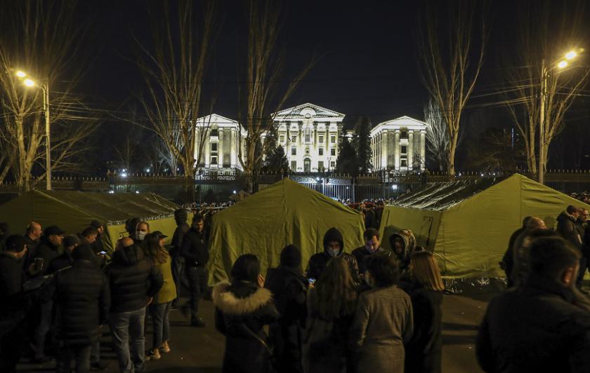 привърженици арменската опозиция разпънаха палатков лагер парламента