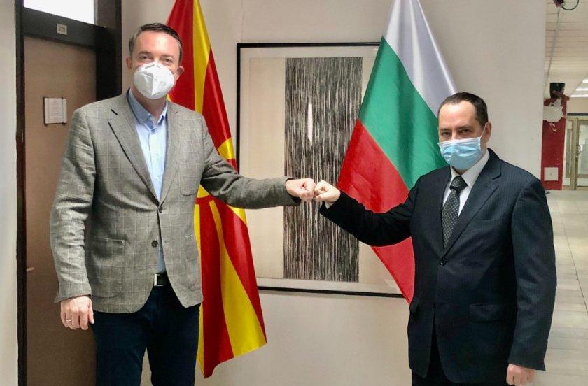 посланикът скопие обсъди трансграничното сътрудничество министъра местното самоуправление рсм