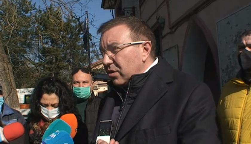 министър ангелов провери работят мобилните екипи ваксиниране
