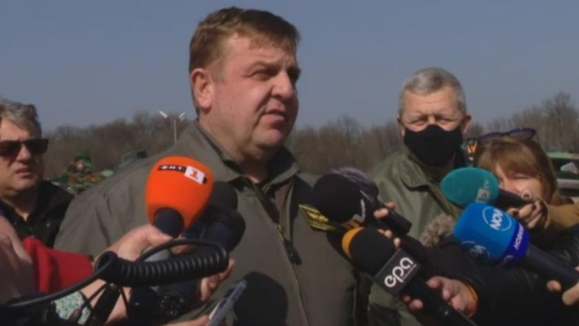 живо министърът отбраната инспектира възстановените самолети