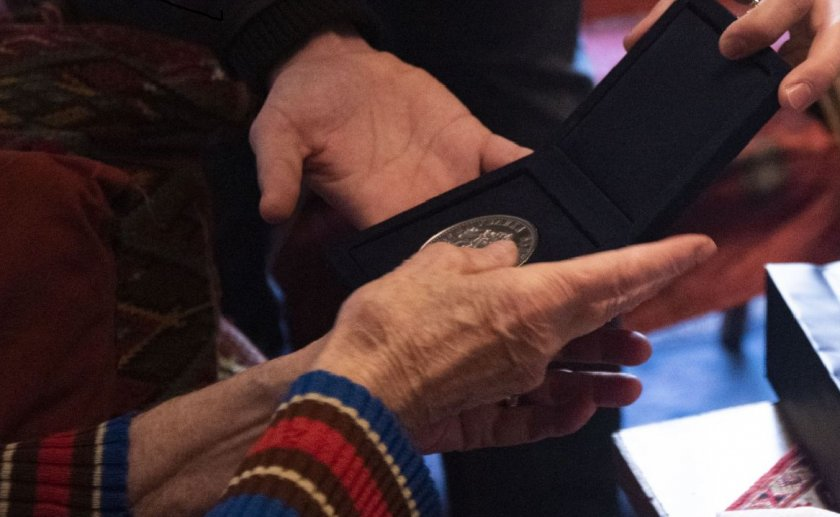 президентът румен радев връчи почетен знак проф надежда сейкова