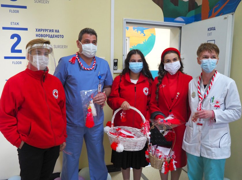 бчк зарадва мартенички малките пациенти медици столични болници