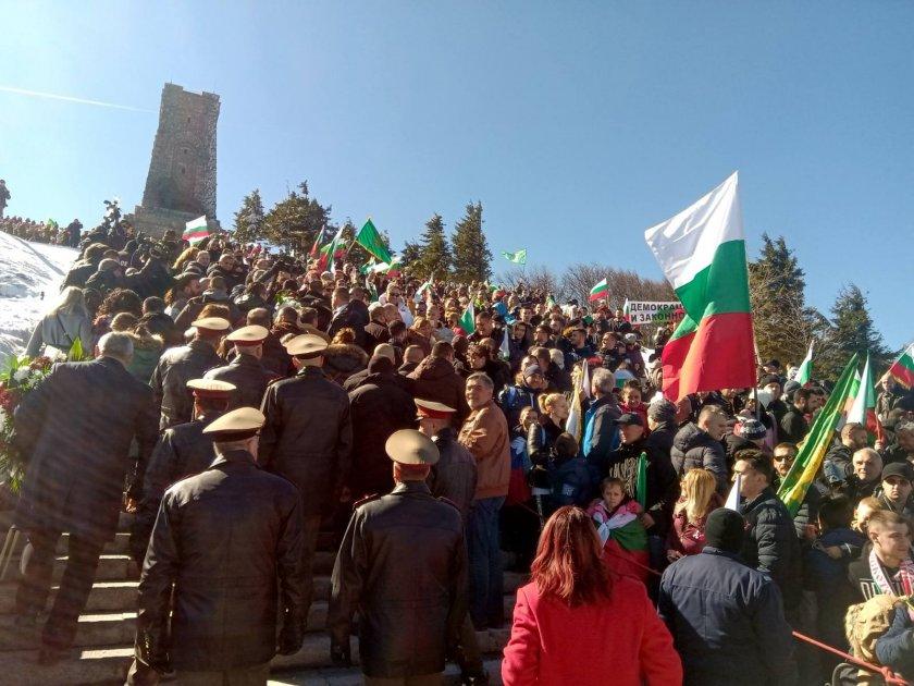 Хора от всички краища на България се събраха на връх Шипка