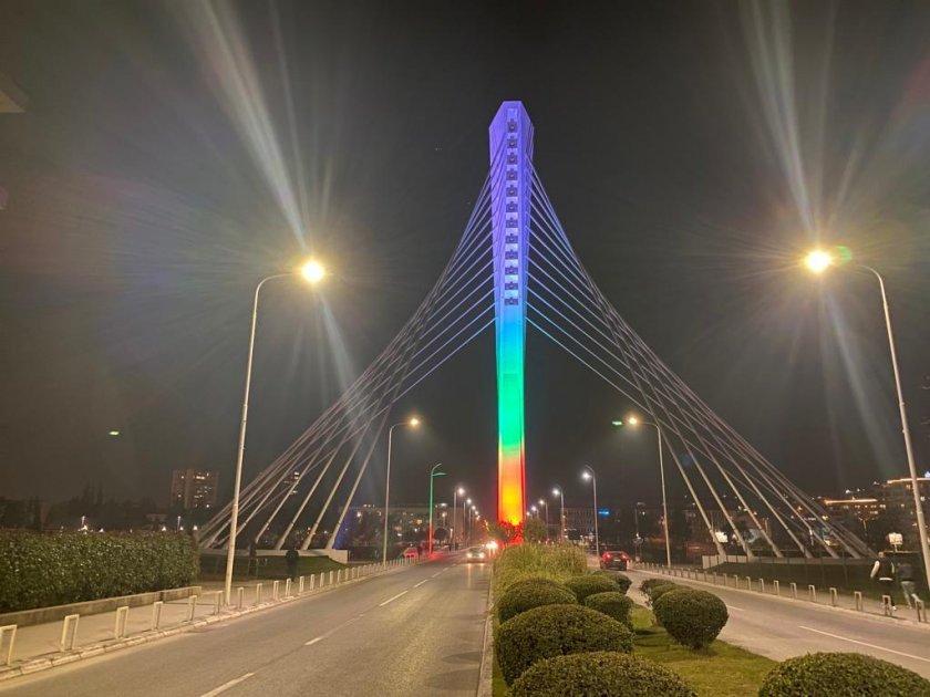българското знане огря емблематичния мост милениум
