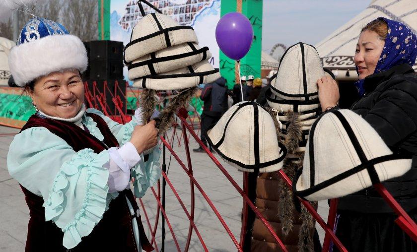 В Киргизстан белият калпак е символ на планината и чистотата (Снимки)