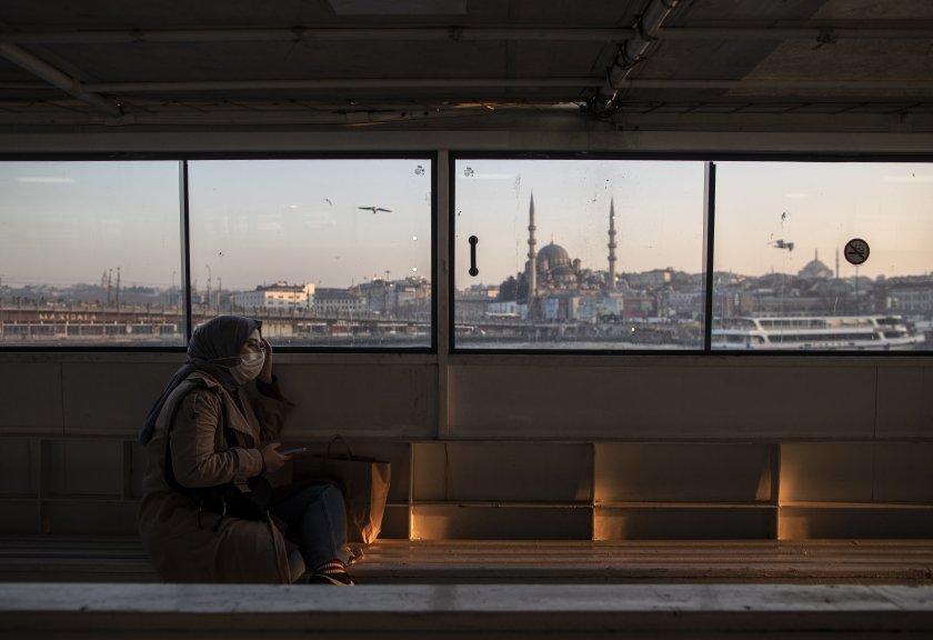 Турция отвори повечето ресторанти и училища