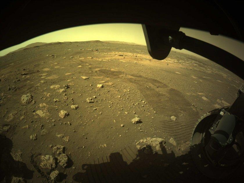 Роувърът на НАСА измина първите си метри на Марс