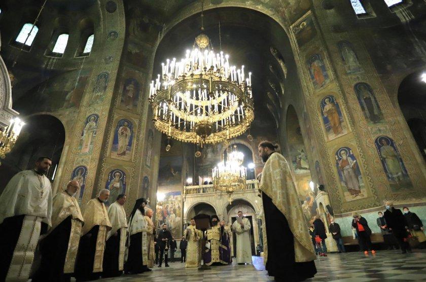 """Молебен за 3 март в катедралата """"Св. Александър Невски"""" (СНИМКИ)"""