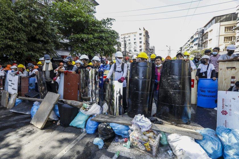 сваленаната лидерка мианмар яви съд дистанционно
