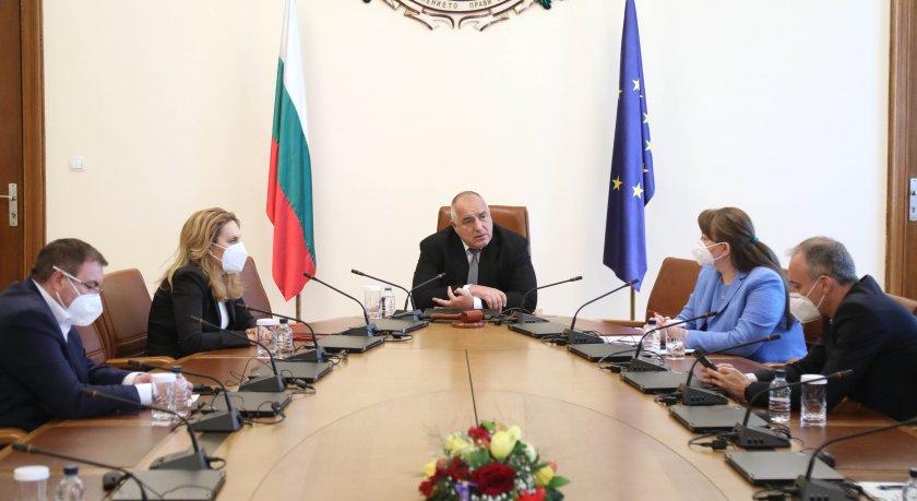 Премиерът поиска план за здравните изисквания към туристите, които ще посетят България