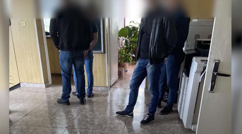 двама разследващи полицаи гпу калотина предадени съд изндуване