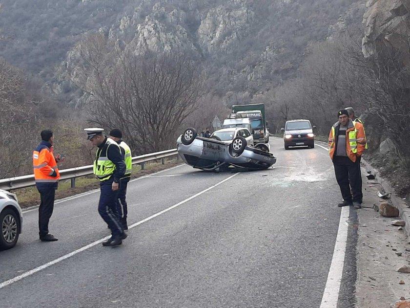 Катастрофа спря движението по главен път Е-79 в района на