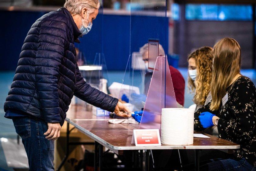 Тридневното гласуване на парламентарните избори в Нидерландия стартира.Страната е под