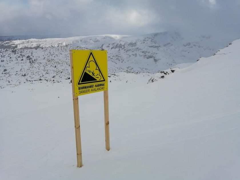 Висока лавинна опасност заради силния вятър в планините