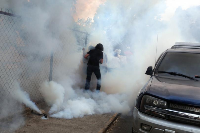 Протести срещу COVID мерките в Ирландия, в Йордания полицията използва сълзотворен газ