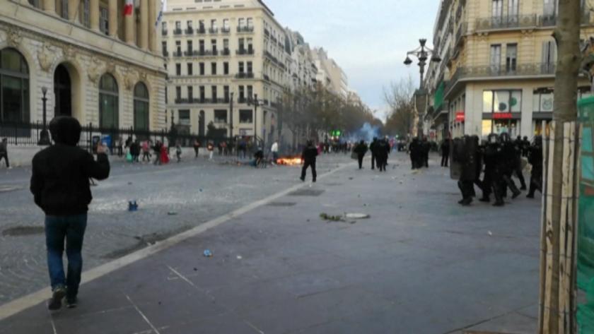 Полицията разпръсна около 6500 участници в неразрешен карнавал в Марсилия