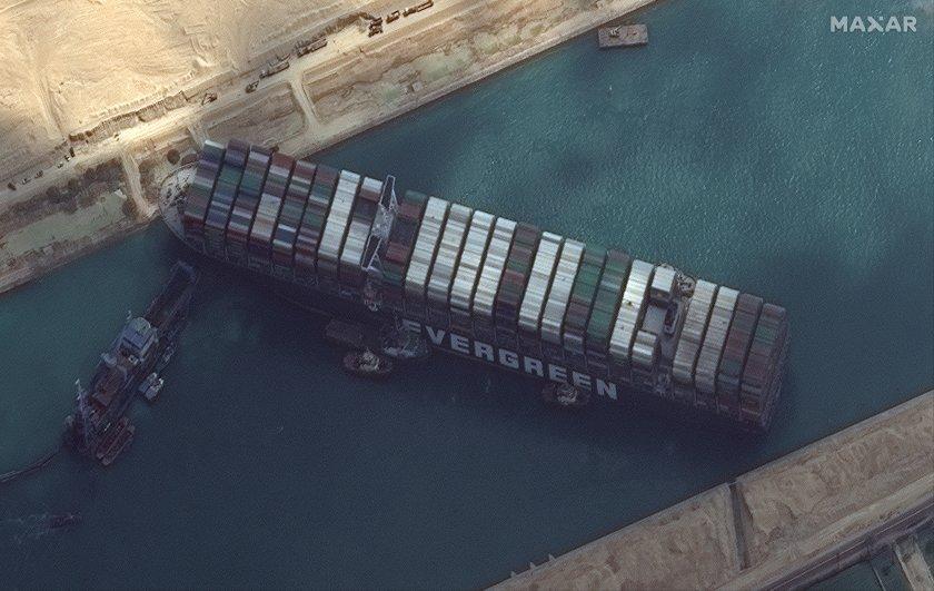 сателитни снимки показват истинския размер бедствието суецкия канал снимки