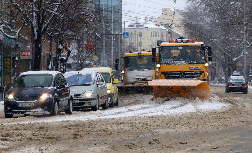 136 снегорина са обработвали улиците на София през нощта