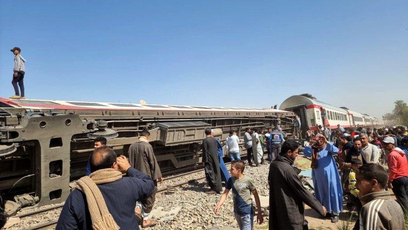 души загинаха голяма влакова катастрофа египет