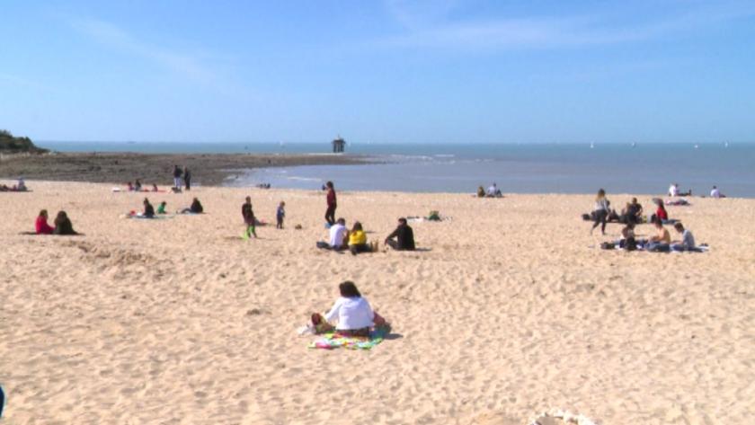Хората в Югозападна Франция излязоха по плажовете заради необичано топло