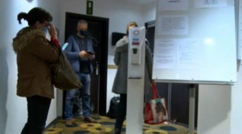 В някои секции в Белгия имаше проблеми с неявили се членове
