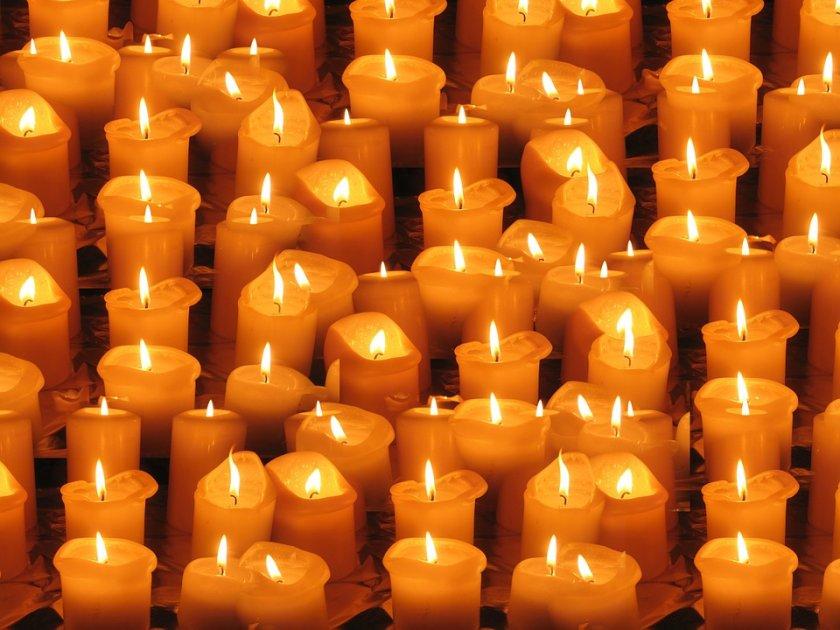 Във виртуално бдение със свещи Швейцария отдава почит на близо