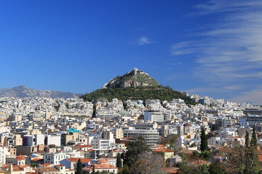 Гърция разхлабва мерките, отварят някои от магазините