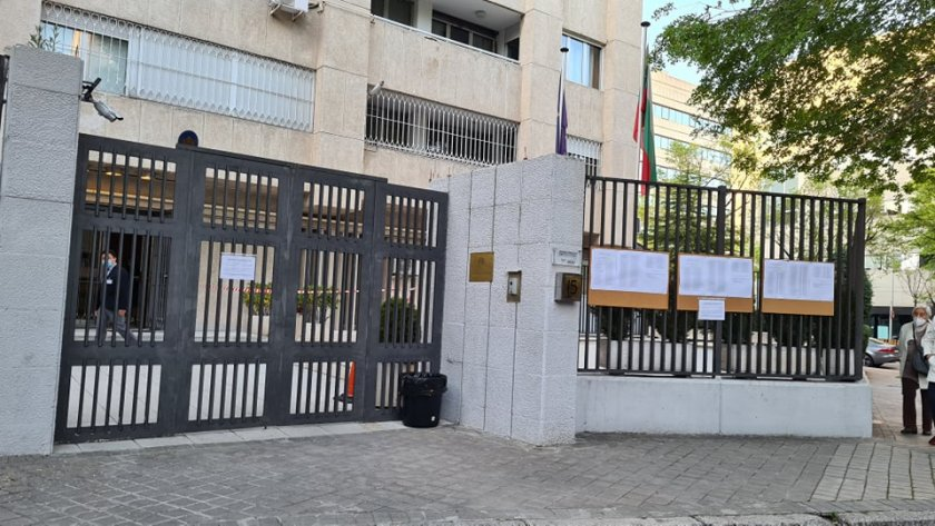 Висока избирателна активност в Испания, вотът премина спокойно
