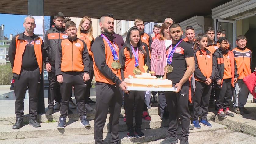 русе посрещна златните европейски медалисти щанги