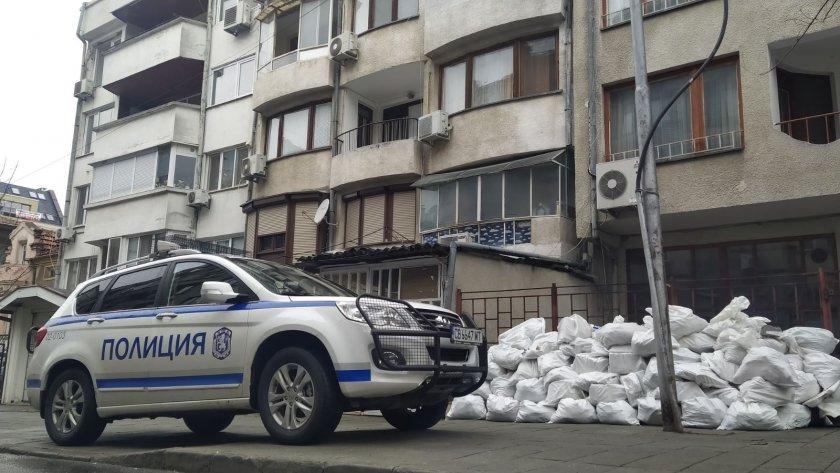 Полицията в Бургас разби наркооранжерия в центъра, младеж отглеждал марихуана