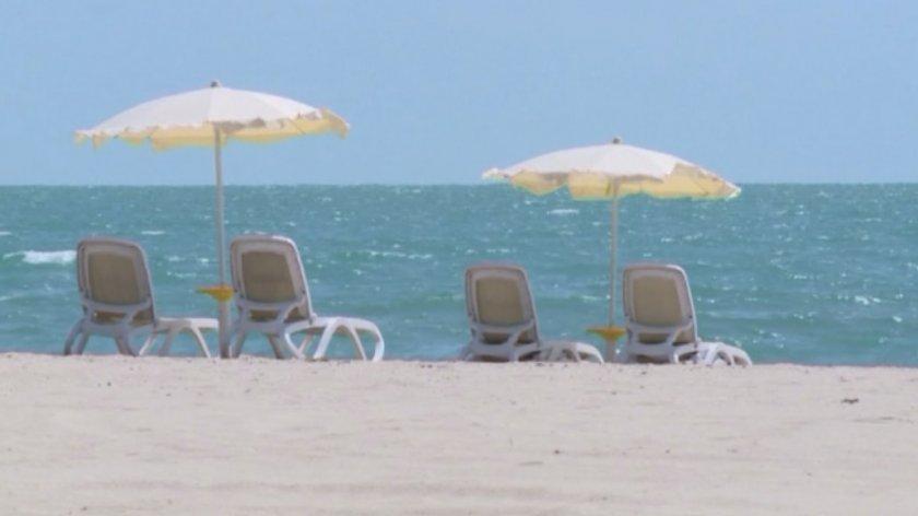 лято безплатни чадъри шезлонги морето