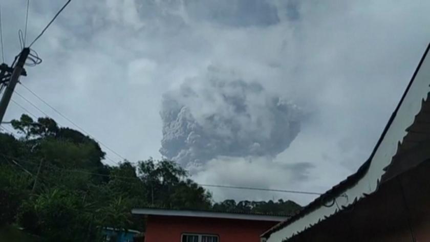 Нова експлозивна активност на вулкана на карибския остров Сейнт Винсент