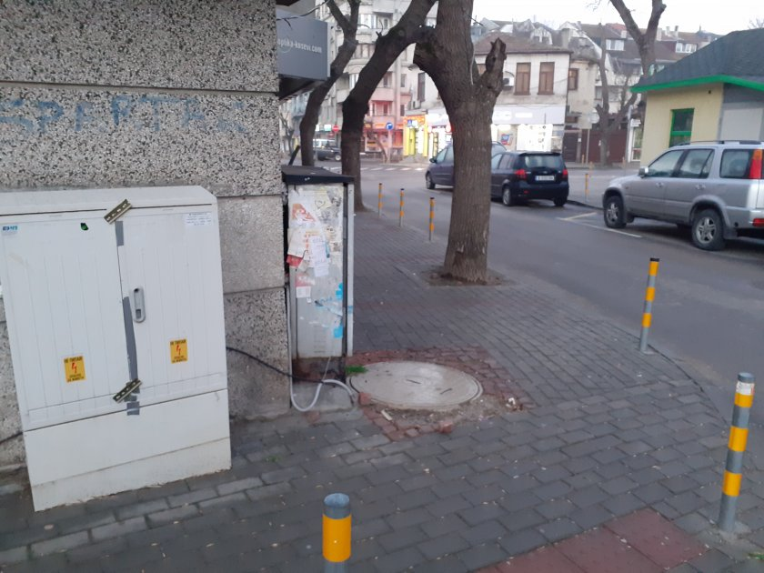 опасни кабели тротоар центъра варна