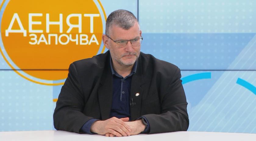 """Проф. Момеков: Честотата на страничните ефекти при """"Астра Зенека"""" е 1 на 100 000, при """"Янсен"""" - 1 на 1 млн."""