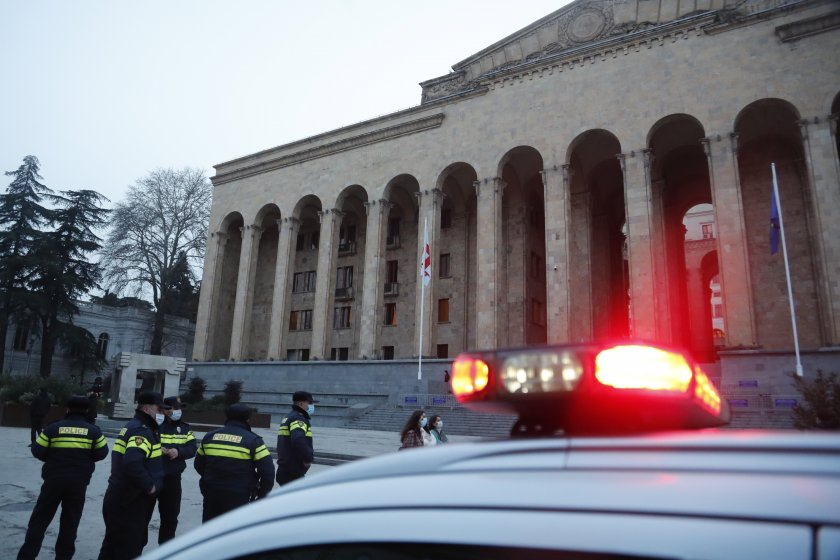 Грузинската полиция задържа мъж, взел тази сутрин заложници в банков