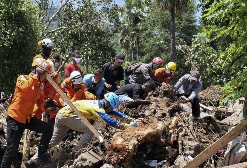 жертви земетресение рихтер ява снимки