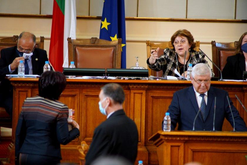Депутатите в пленарна зала решиха министър-председателят в оставка Бойко Борисов