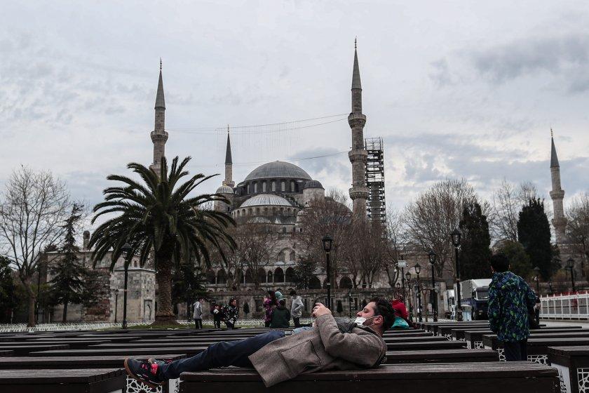 Турция въвежда по-строги мерки срещу COVID-19