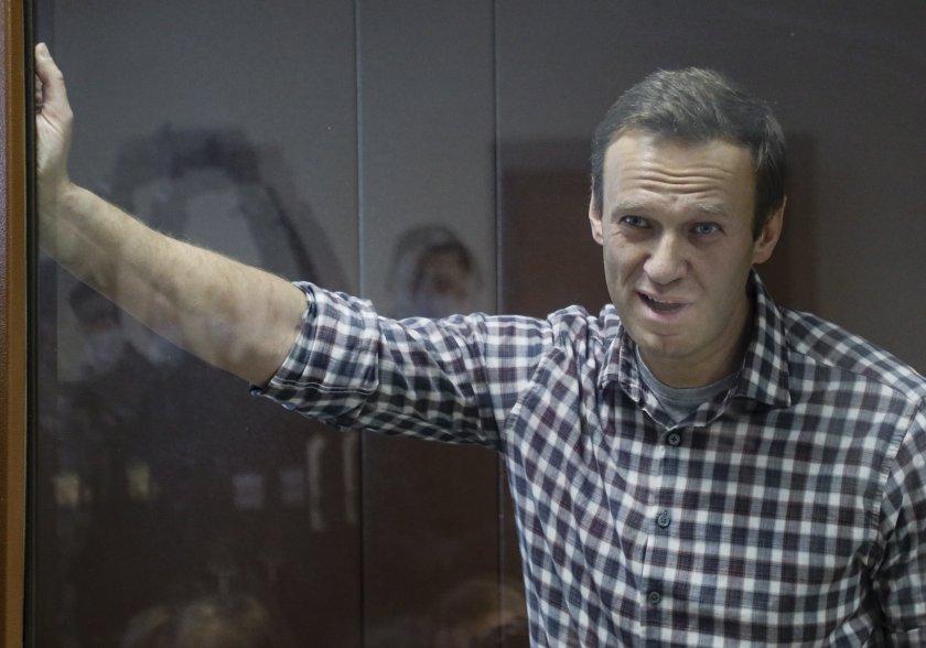 Навални е с температура и кашлица, съмнения за туберколоза в затвора му