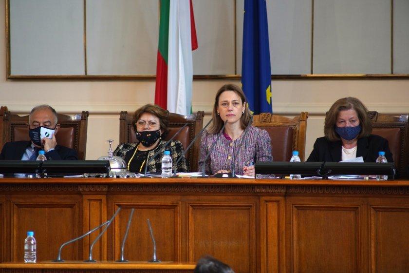 живо парламентът гласува прие оставката кабинета борисов пленарното заседание продължава