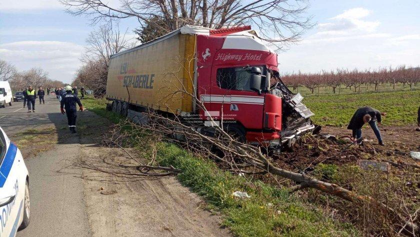 Жестока катастрофа затвори пътя Бургас-Айтос. Инцидентът стана малко след 15