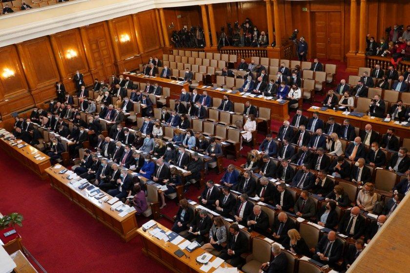 първи внесени законопроекти какви акцентите