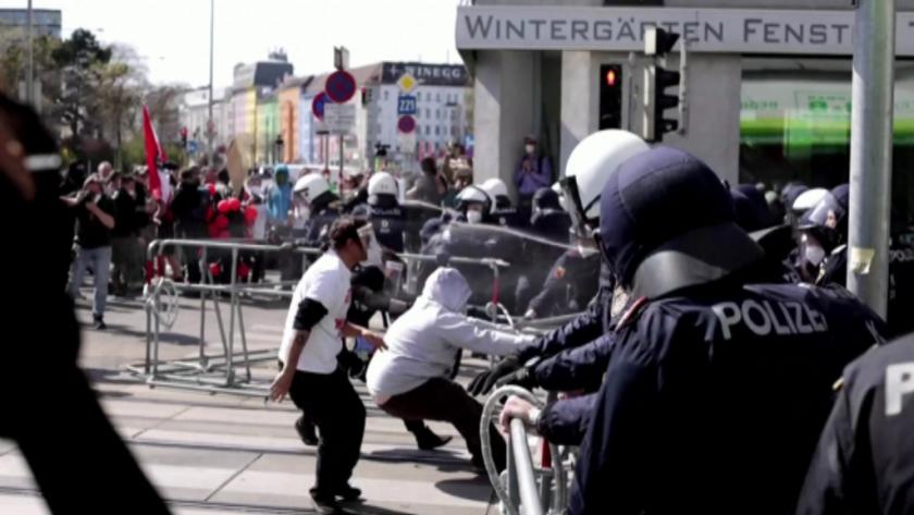 Австрийската полиция използва сила и извърши арести срещу по време